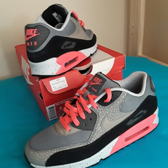 buy popular 57a28 c1ff4 Nike Air Max 90 Essential Size 9 MEN & 10.5 WOMEN